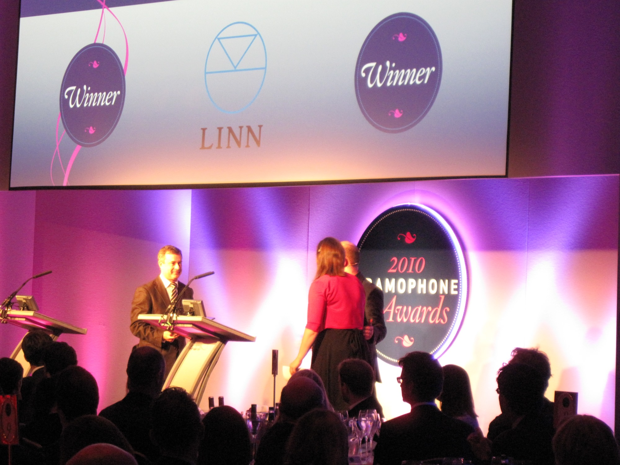 James Jolly presents Linn with Label of the Year Award